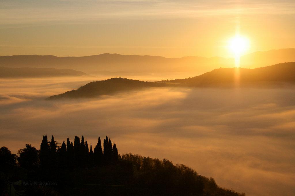Über den Wolken am frühen Morgen